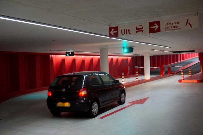 Parkeren in de garage Brinklaan (Catharina Amaliapark) wordt goedkoper, als het aan burgemeester en wethouders ligt. De bezetting is nu mager.