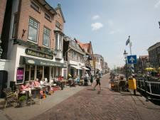 Maassluis gaat kijken of autoverkeer in binnenstad kan afnemen, zeker in de zomer als terrassen vol zitten