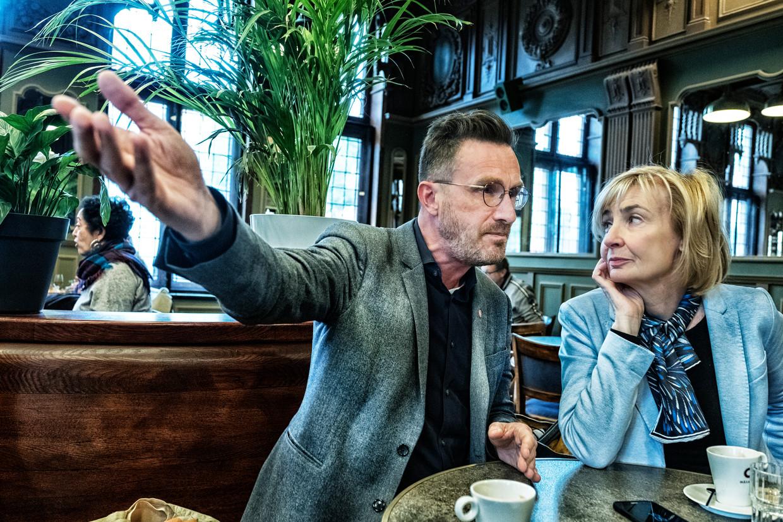 Pascal Smet (sp.a) en Françoise Schepmans (MR). Smet: 'Ze noemen mij niet voor niets de 'ayatollah van de groenen' (lacht). Ik ben groener dan de groenen zelf.' Beeld Tim Dirven