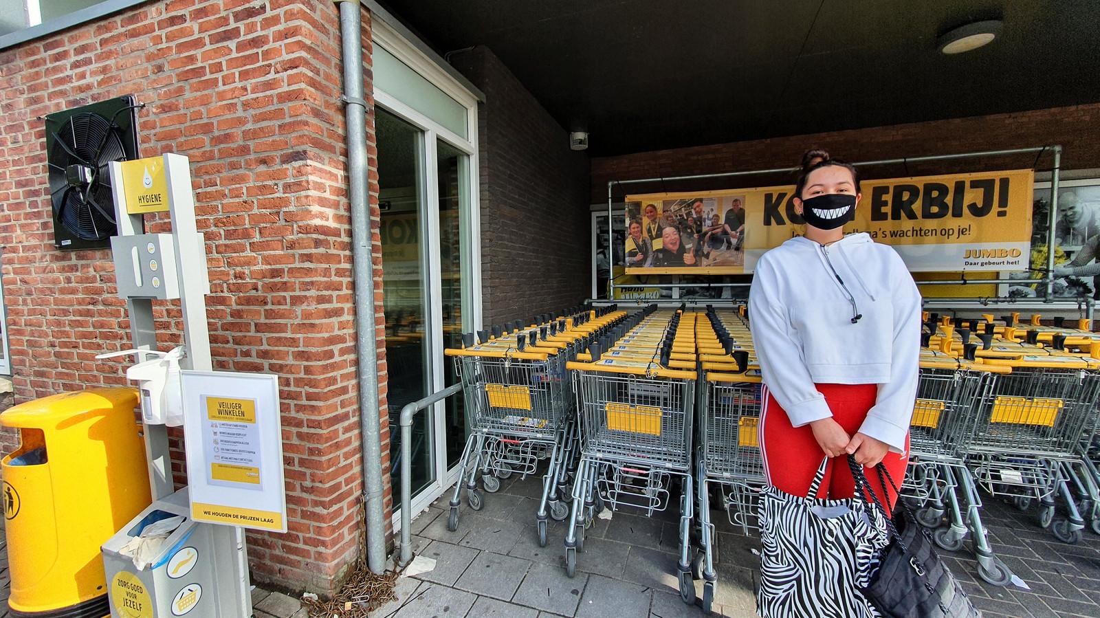 Noah Ramsoebhag uit Etten-Leur, bij de Jumbo in haar woonplaats.
