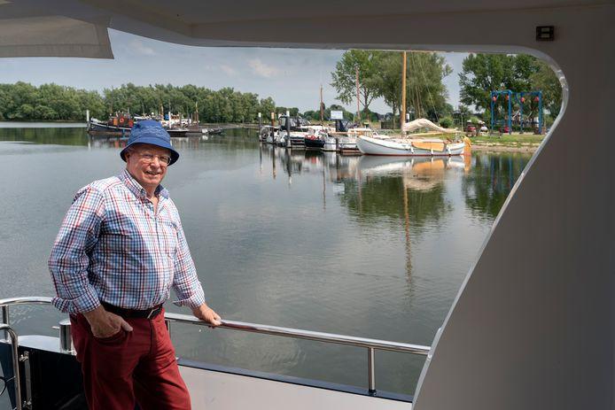 Walter Esch, voorzitter van watersportvereniging Het Esmeer, is blij dat de haven weer gasten kan ontvangen.