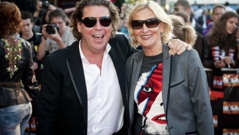 Popstars-jurylid Henkjan Smits met partner op de rode loper bij de premiere van de Queen-musical. ANP Beeld