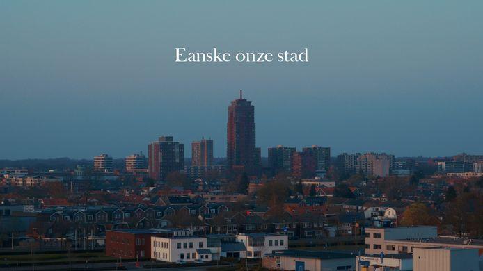 Still uit de korte film 'Eanske onze stad'. Filmmakers Rens Weustink en Dennis Moekotte maakten deze film die gaat over Enschede in coronatijd.