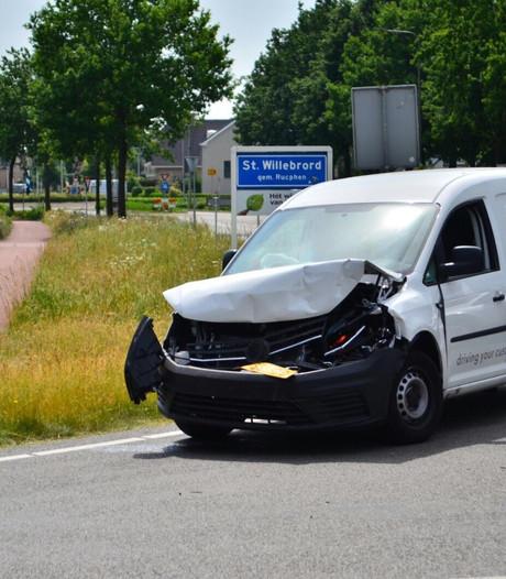 Man raakt lichtgewond na aanrijding met vrachtwagen in Sint Willebrord