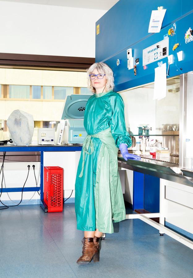 Viroloog Lia van der Hoek: 'Nog nooit in mijn carrière heb ik zo concreet het idee gehad dat ik levens zou kunnen redden'
