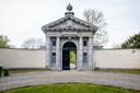 Het poortgebouw van Domein Roosendael