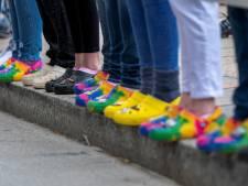 Crocs maken comeback: nog nooit zoveel 'klompen met gaatjes' verkocht