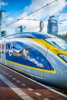 Snelle trein Eurostar van Rotterdam naar Londen staat op omvallen