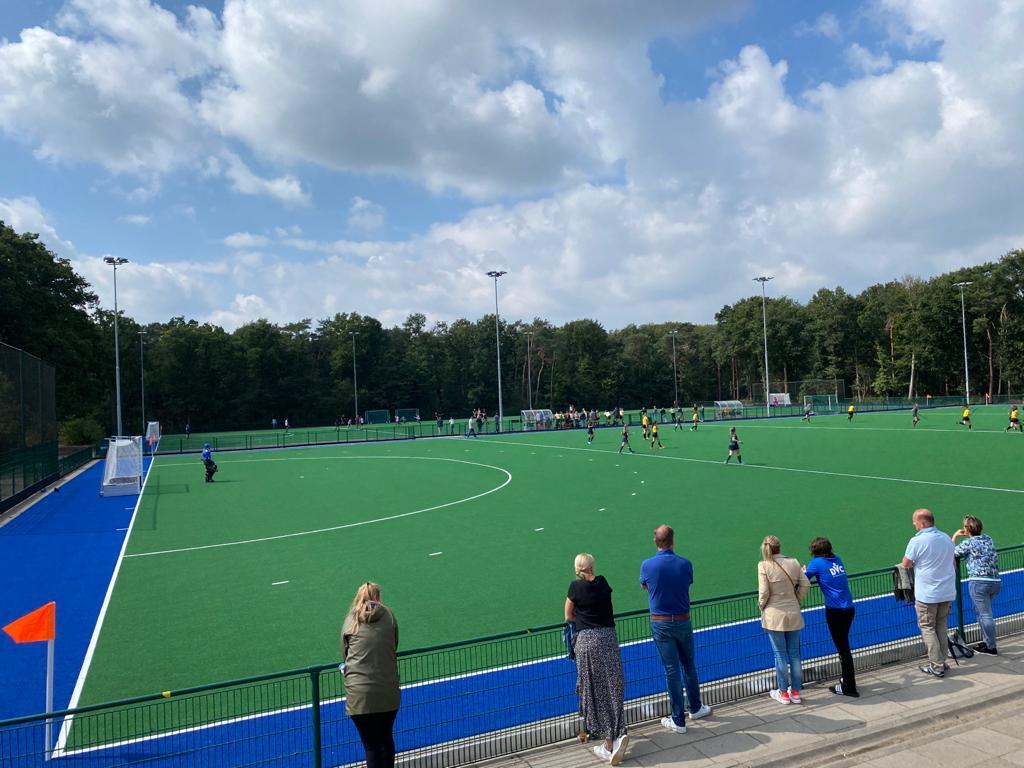 Hockeyclub Gilze-Rijen presenteerde dit weekend twee nieuwe watervelden.