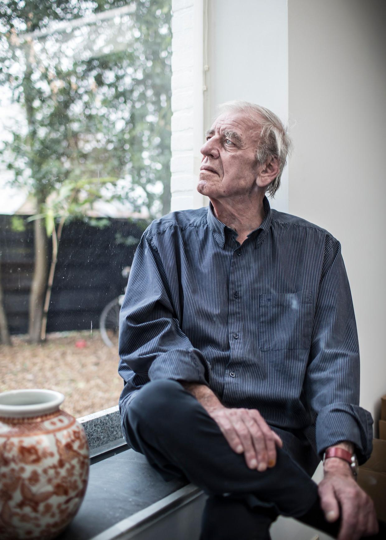 Schrijver Jeroen Brouwers in zijn huis in Lanaken Beeld Hollandse Hoogte / Maikel Samuels
