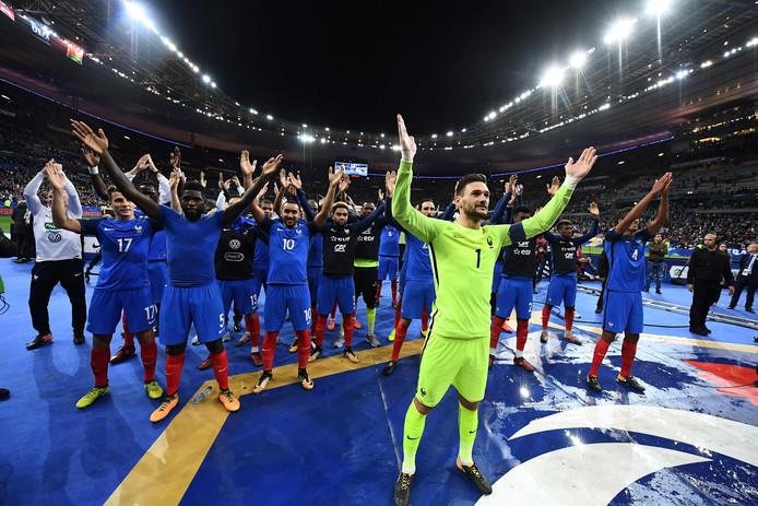 Franse spelers vieren de plaatsing voor het WK met de 'IJslandse' haka.