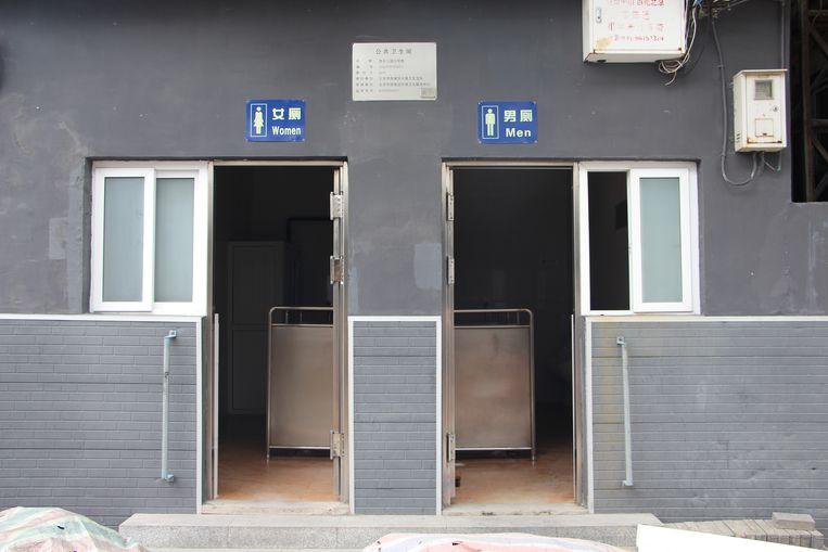 Het oude toiletgebouw. Beeld Leen Vervaeke