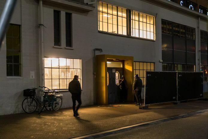 Begin dit jaar hadden omwonenden van het Eindhovense Klokgebouw nogal wat overlast, variëren van zwerfvuil tot straatovervallen. Vingers wezen naar de tijdelijke nachtopvang, maar het geweld bleek van een gestoorde man te komen.