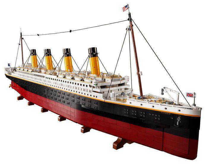 De Lego-Titanic in zijn geheel.