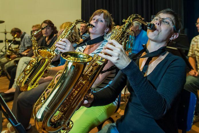 Het Orkest collectief repeteert in het CKC in Zoetermeer