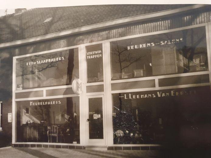 De eerste grote winkel van Leemans.