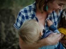 Lang borstvoeding geven: 'Mensen vinden het gek als een kind al kan lopen'
