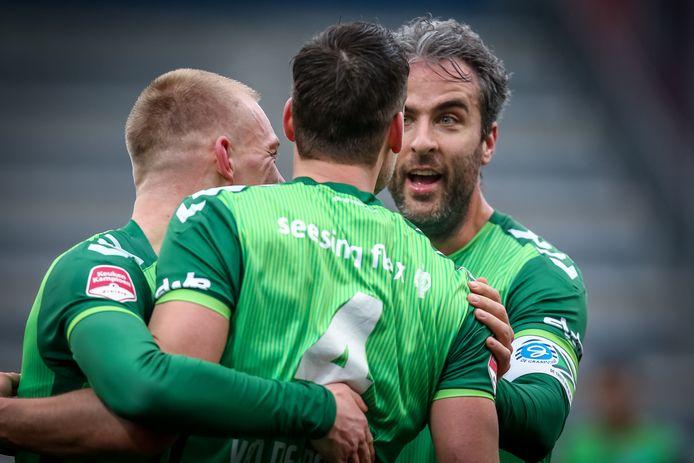 De Graafschap-spelers Jasper van Heertum, Ted van de Pavert en Ralf Seuntjens (vanaf links) vieren een doelpunt tegen FC Den Bosch.