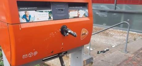 Dildoplakker laat zijn 'handtekening' dit keer achter op brievenbus in Lindenholt