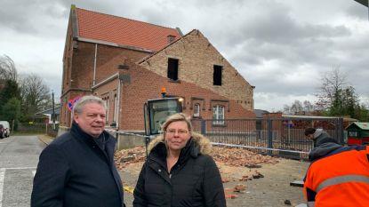 """Oud gemeentehuis moet afgebroken worden: """"Gevel heropbouwen na schade van Ciara is geen oplossing"""""""