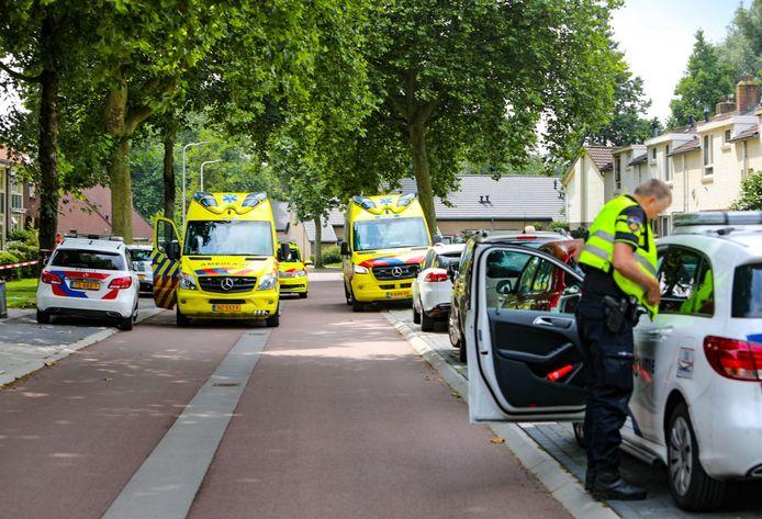 Het steekincident werd gemeld vanuit de Patrijsweg in Epe. Het slachtoffer zou gewond met de scooter van de Kapelstraat naar de Patrijsweg zijn gereden.