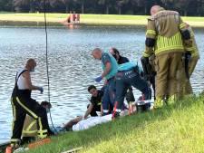 Jongeman raakt gewond op Hulsbeek na sprong in water: politie doet onderzoek