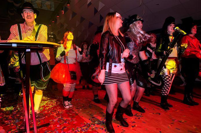 Carnavalsfeest 'inkoegnito' in de Koe begin 2020.