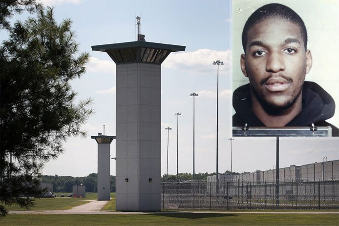 Corey Johnson, un Afro-Américain de 52 ans, a reçu une injection létale dans le pénitencier fédéral de Terre-Haute dans l'Indiana et son décès a été prononcé à 11H34 (04H34 GMT).