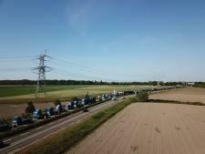 Erehaag van honderd trucks bij afscheid van Aad 's-Gravemade bij Renewi