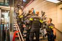 Zwaarbewapende agenten hebben vanavond op station Eindhoven een man opgepakt