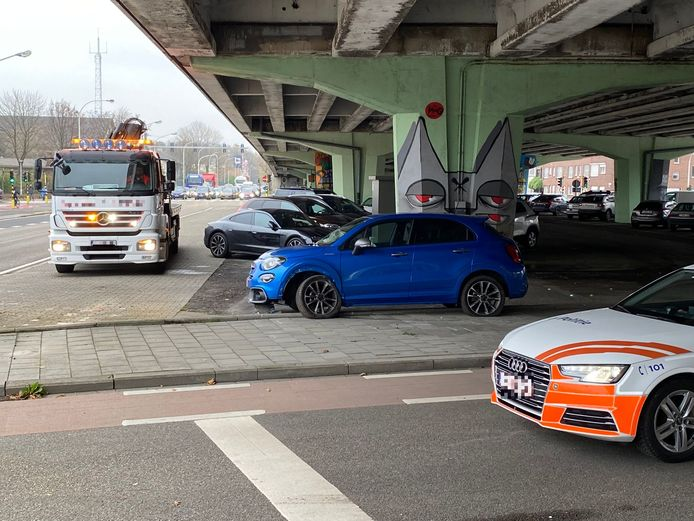 De achtervolging eindigde onder het viaduct van de Boomsesteenweg.