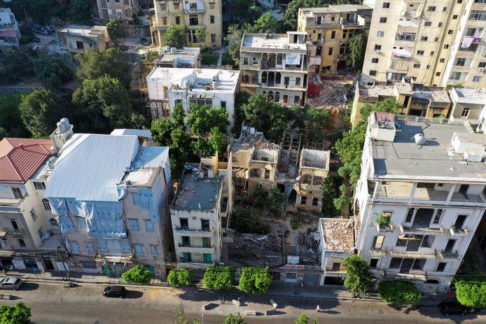 Dronebeelden tonen de schade die de explosie in de haven van Beirut heeft aangericht in de omliggende woonwijken.