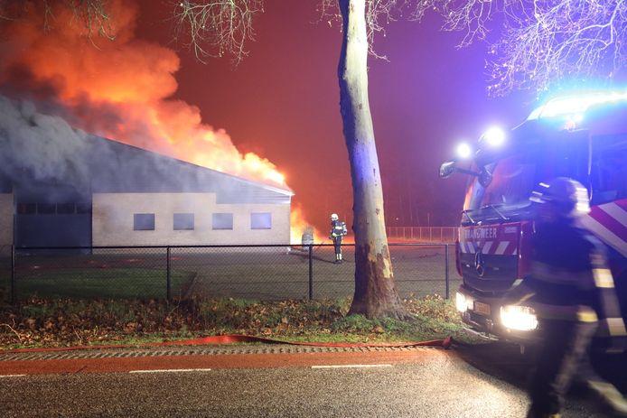 Grote uitslaande brand in Nistelrode.