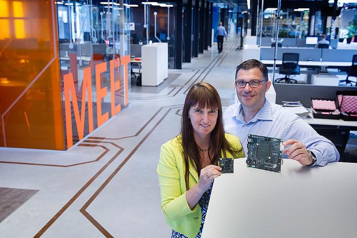Inge Rutten en Dirk van den Heuvel in de nieuw ingerichte bedrijfsruimte van Topic in Best