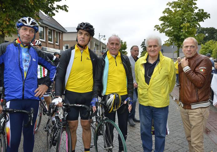 Vijf voormalige dragers van de gele trui bij elkaar in 2013.  Van links naar rechts: Johan van de Velde, Jacques Hanegraaf, Joop Zoetemelk, Rini Wagtmans en Teun van Vliet. Archieffoto BN DeStem/Patrycja Lassocinska