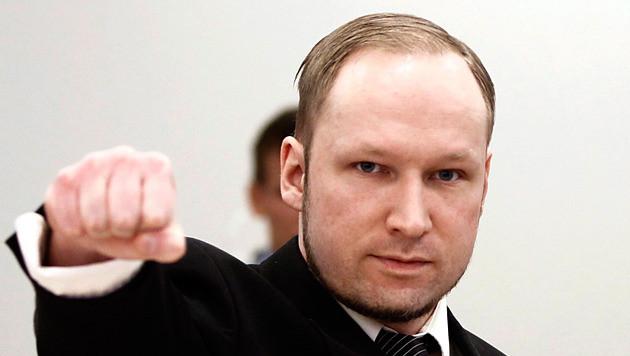 Breivik arriveert vandaag in de rechtbank op de vierde dag van zijn proces.