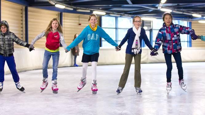 Leden ijsclub lopen weg door lekke ijsbaan in SilverDome