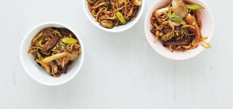 Gebakken noedels met paddenstoelen: lekker met saisonbier of een pinot noir