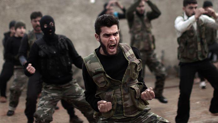 Syrische rebellen tijdens een training in de Syrische plaats Maaret Ikhwan