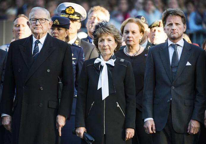 Pieter van Vollenhoven, prinses Margriet en hun zoon prins Pieter-Christiaan in 2018 tijdens de dodenherdenking op de Grebbeberg.