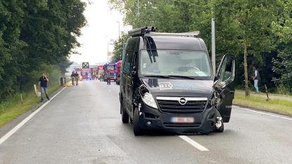 Bestelwagen en truck botsen in Koning Albert I-laan