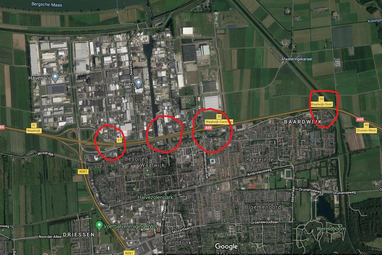 Dit zijn de enige plekken in Waalwijk om van de bebouwde kom in het zuiden naar de andere kant van de A59 te komen. Aan de bovenzijde Bedrijventerrein Haven. Alleen aan de Hertog Janstraat (ze van rechts) ligt trottoir. De meest linkse Taxandiabrug is een fietsbrug/