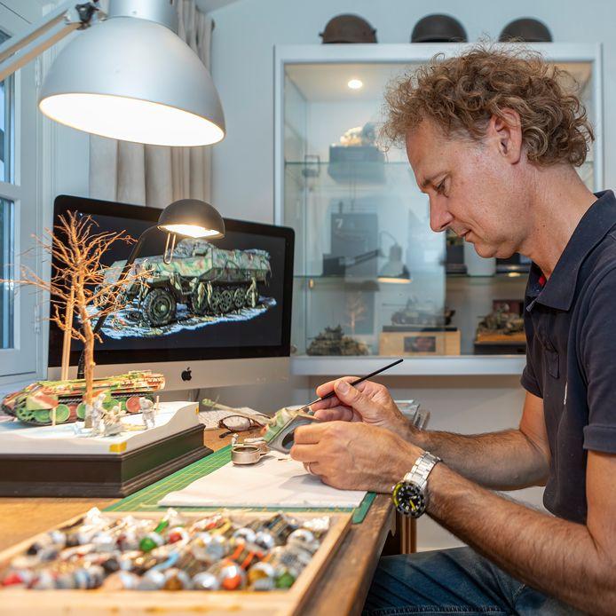 Moergestelnaar Roger Hurkmans oogst internationale faam met zijn militaire diorama's.