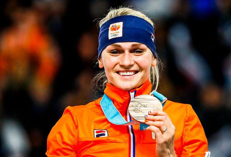 Irene Schouten met de bronzen medaille de voor de massastart Beeld ANP