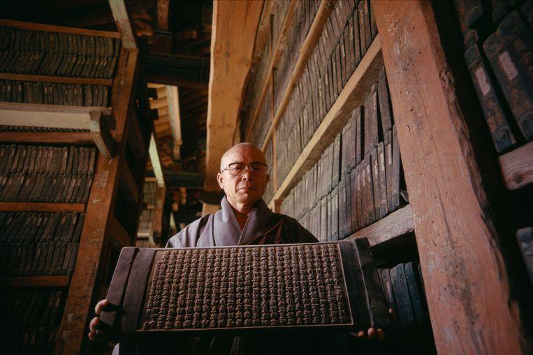 Een deel van de Tripitaka Koreana, de oudste en meest complete van de boeddhistische canons. De teksten zijn uitgesneden in blokken van berkenhout.  Beeld Universal Images Group via Getty