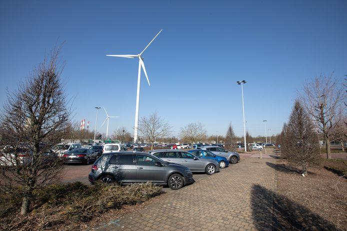 Een deel van de parking krijgt een carport waarop zonnepanelen komen te liggen.
