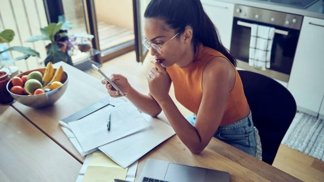 Meer dan de helft van de jongeren kan niet goed sparen, één derde vreest dat bankkaart zal weigeren in de winkel