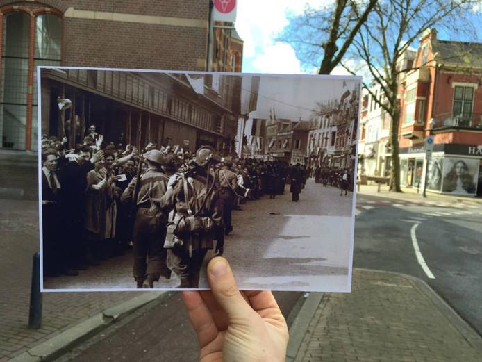 17 april 2016 en 17 april 1945 in één foto gevangen: Canadese soldaten lopen op de Deventerstraat (ter hoogte van het oude postkantoor), in het net bevrijde Apeldoorn.