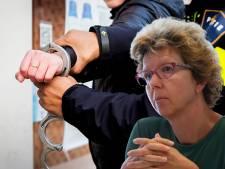 GroenLinks-wethouder Kampen jaar lang bedreigd: verdachte (80) morgen voor rechter