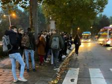 Extra bussen moeten Drutense ochtendspits verlichten: twee bussen achter elkaar aan